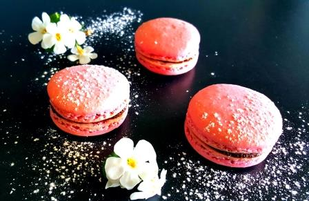 Macrons with chocolate cream