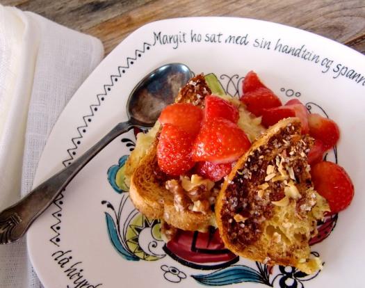 Brødpudding med rosiner og nøtter